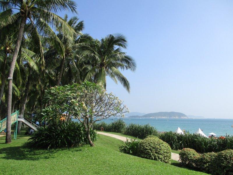 Территория отеля Horizon Resort & Spa 5*