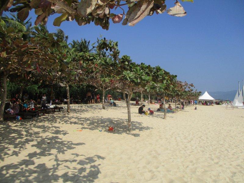 Пляж в бухте Ялонг Бэй, Хайнань