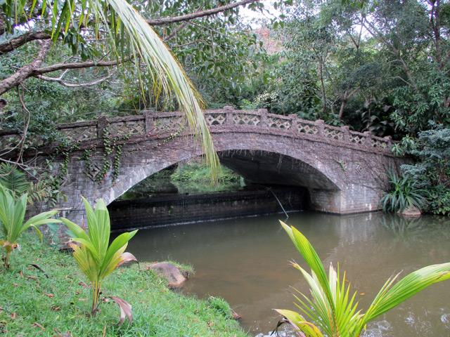 Янода, старинный каменный мостик