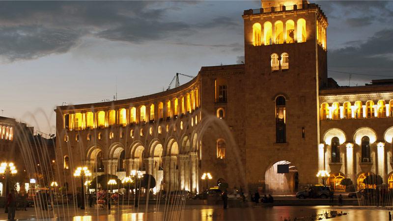 Экскурсионные туры в Армению: Площадь Республики в Ереване