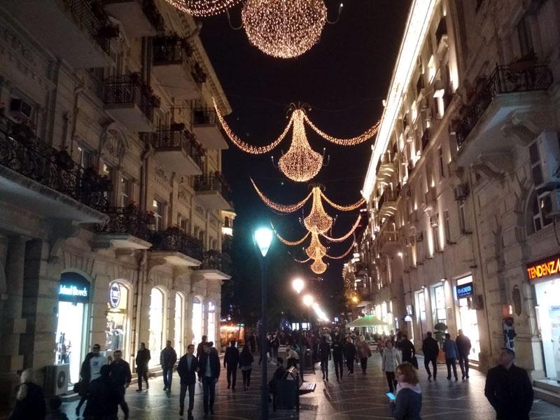 Пешеходная торговая улица Низами в Баку