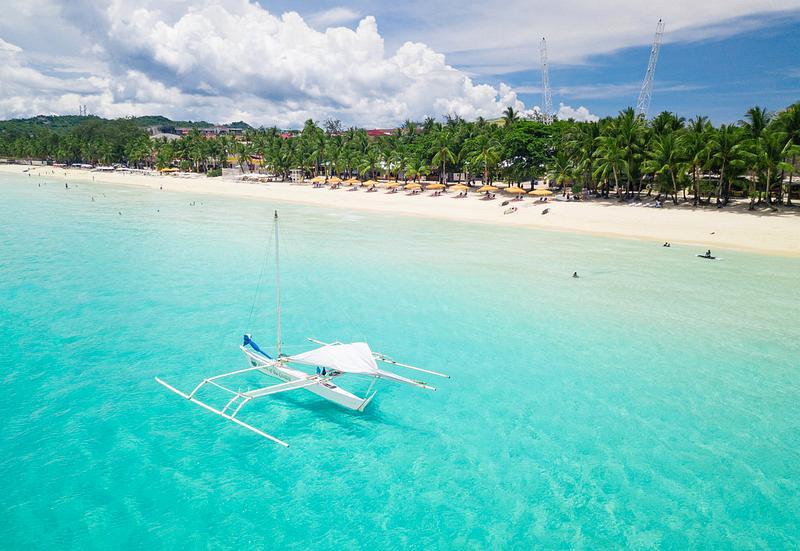 Пляж White Beach на острове Боракай, Филиппины