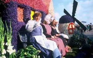 1003_fullimage_flowerparade-noorwijk_560x350