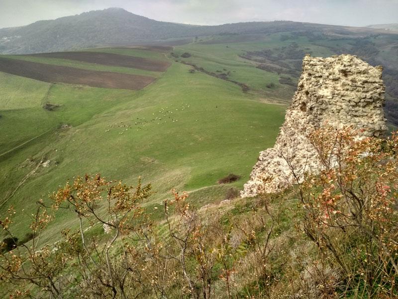 Остатки крепости Гюлистан в окрестностях Шемахи