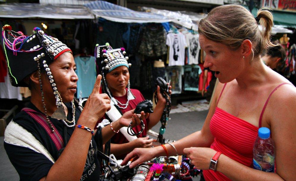Секреты торга: обратитесь к продавцу на местном языке